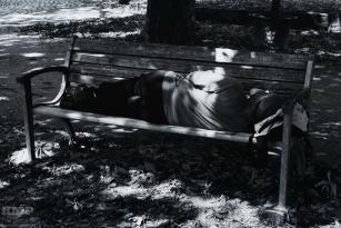Nickerchen im Park