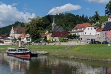 Dorf an der Elbe