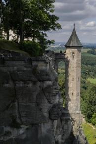 Waghalsige Bauten auf den Felsen