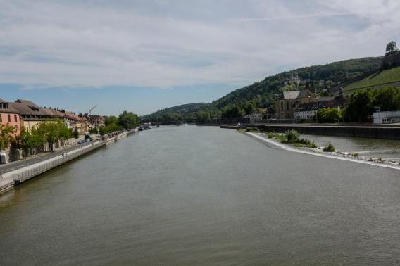 Der Main flussabwärts