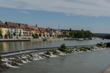 Schwellen bei der alten Mainbrücke