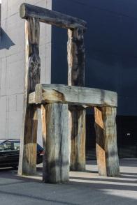 Moderne Skulptur auf dem Campus der Universität