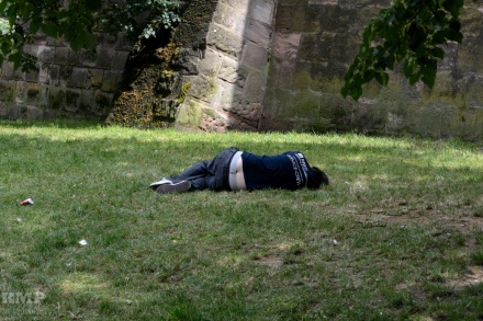 Nach einer langen Nacht im Stadtgraben...