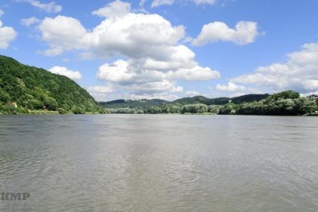 Zusammenfluss von Donau (links) und Inn (rechts)
