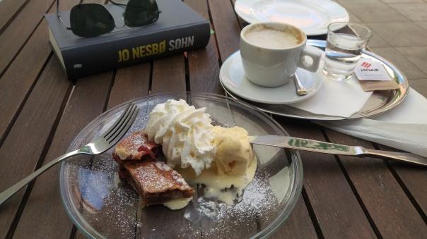 Kaffee, Kuchen und ein gutes Buch...