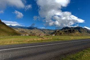 Das Bauerngut Þorvaldseyri unterhalb des Vulkans Eyjafjallajökull