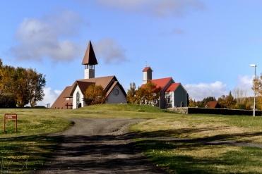 Die neue und die alte Kirche von Reykholt