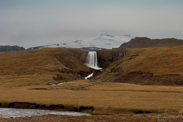 Einer der zahlreichen Wasserfälle Islands