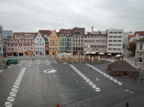 Blick aus dem Goldenen Saal auf den Rathausplatz