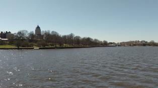Der Hauptpier mit der Suomenlinnan Kirkko