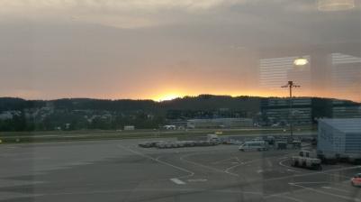 Der Tag erwacht am Flughafen um 05:30
