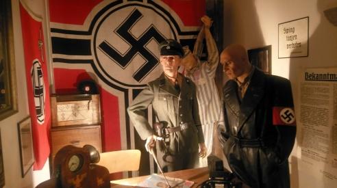 Kriegmusuem: nachgestelltes Gestapo Büro von Svolvær