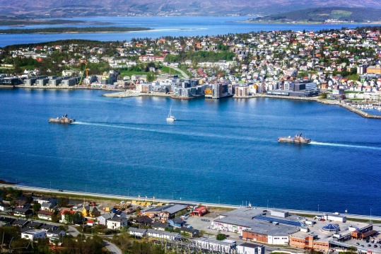 Schiffe der norwegischen Marine verlassen den Hafen