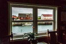 Blick aus dem Fenster der Galerie Lofotens Hus in Henningsvær