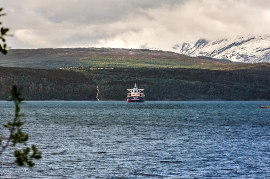 Tanker im Rombaksfjord