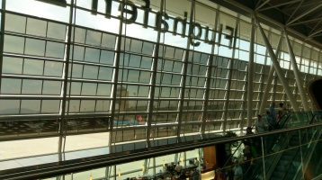 Warten am Flughafen Zürich - FI 589 hat 50 Minuten Verspätung