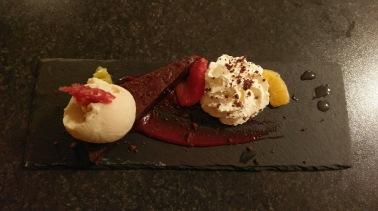 Leckeres Dessert im Mika Restaurant in Reykholt