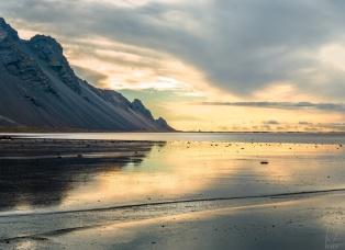 Das Vestrahorn und die Stokknes Halbinsel in der Morgensonne