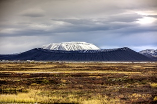 Mývatn mit dem Hverfjall Krater