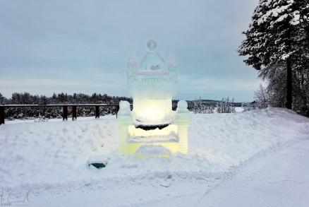 Der Thron des Schneekönigs hinter dem Hotel Ivalo