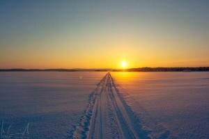 Die Sonne geht unter über dem Inarijärvi