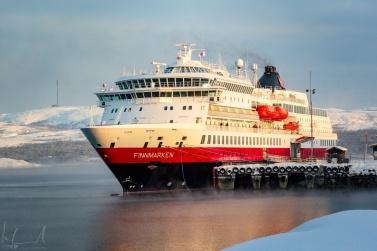 MS Finnmarken im Hafen von Kirkenes
