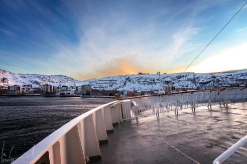 Die MS Finnmarken in Schräglage bei Windstärke 7
