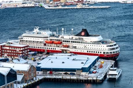Die MS Finnmarken im Hafen von Hammerfest
