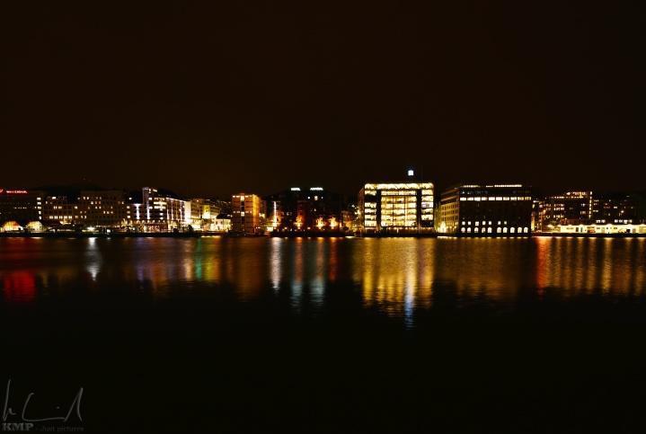 Der Hafen von Bergen bei Nacht