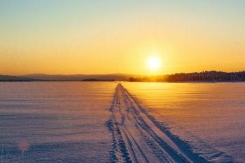Sonnenuntergang um 14:30 über dem Inarijärvi
