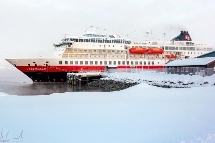 Die MS Finnmarken im Hafen von Kirkenes