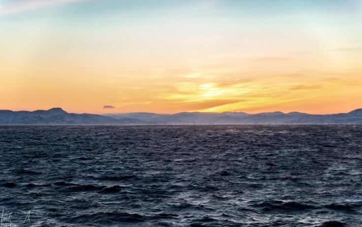 Sonnenaufgang um 10:00 in der Nähe von Hammerfest