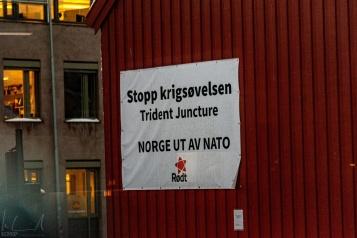 """""""Norwegen raus aus der NATO"""" - Protestplakat in Trondheim"""