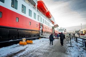 Die MS Finnmarken und die MS Spitsbergen im Hafen von Trondheim