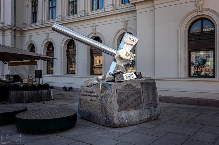 Knus nazismen Statue
