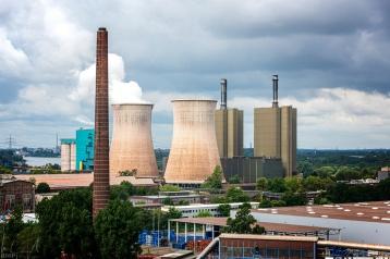Industrieanlage am Rhein bei Angerhausen