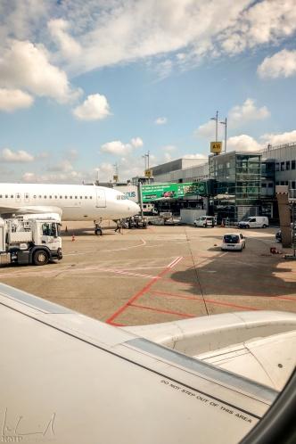Flughafen Düsseldorf / Warten auf Take-off nach Zürich