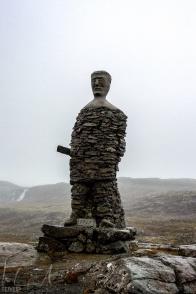 Steinfigur auf der Kleifaheiði-Passhöhe
