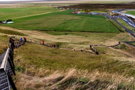 Der steile Aufstieg zur Kante des Skógafoss