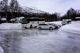 vereister Parkplatz beim Polar Park