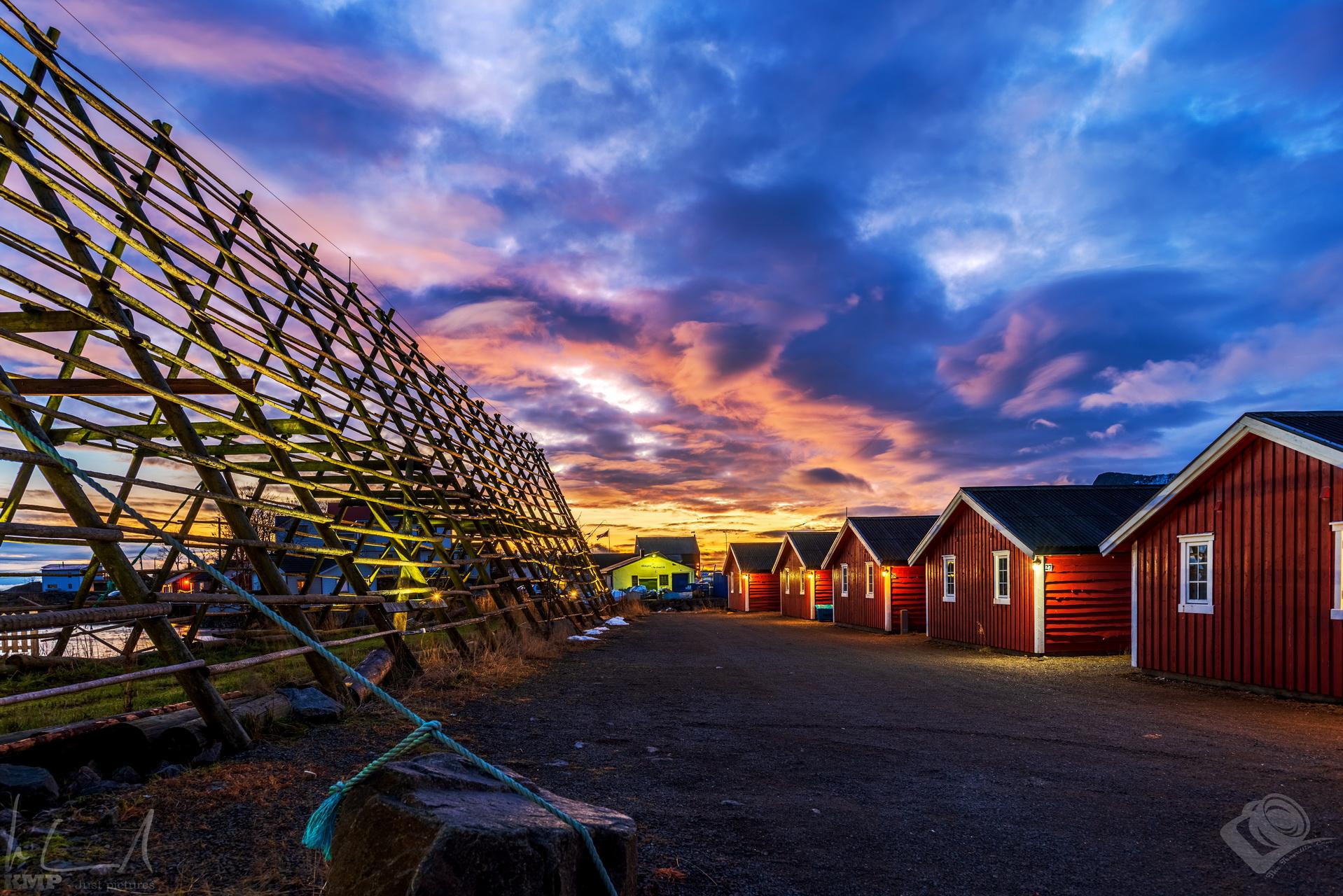 Sonnenuntergang über Svinøya Rorbuer in Svolvær